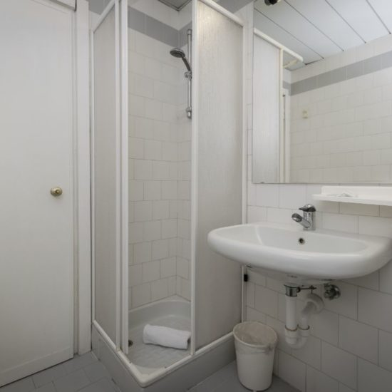 bagno camera economy