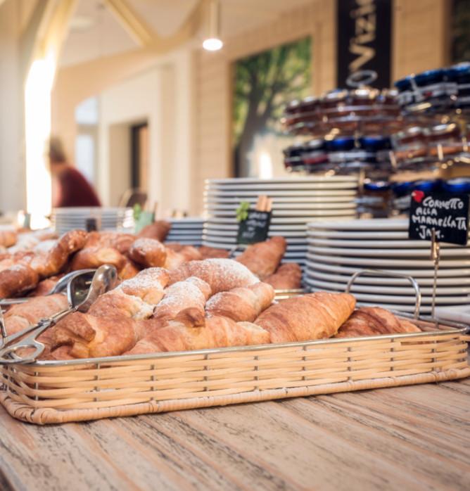 buffet colazione - cornetti